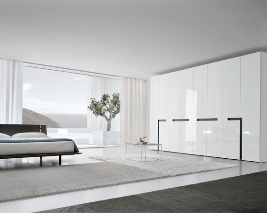 Free Standing Closet For Various Functions : Modern Bedroom Luxurious And Minimalist White Glossy Free Standing Closet Fur Rug And Low Profile Bed