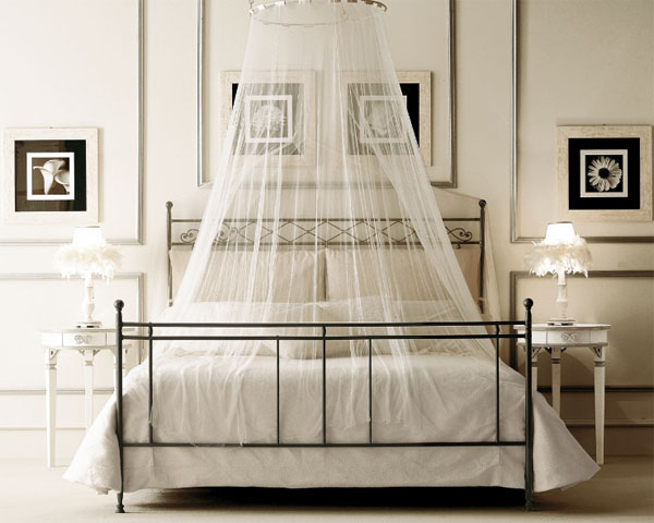 Flaunt Your Bedrooms with Decorative Canopy Beds (part-1): Modern Bedroom With Beautiful Curtained Bed