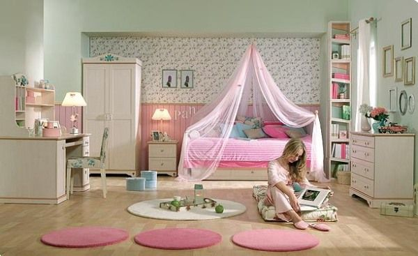Pink and green girls bedroom ideas : Neutral Girl Bedroom With Pink Accents