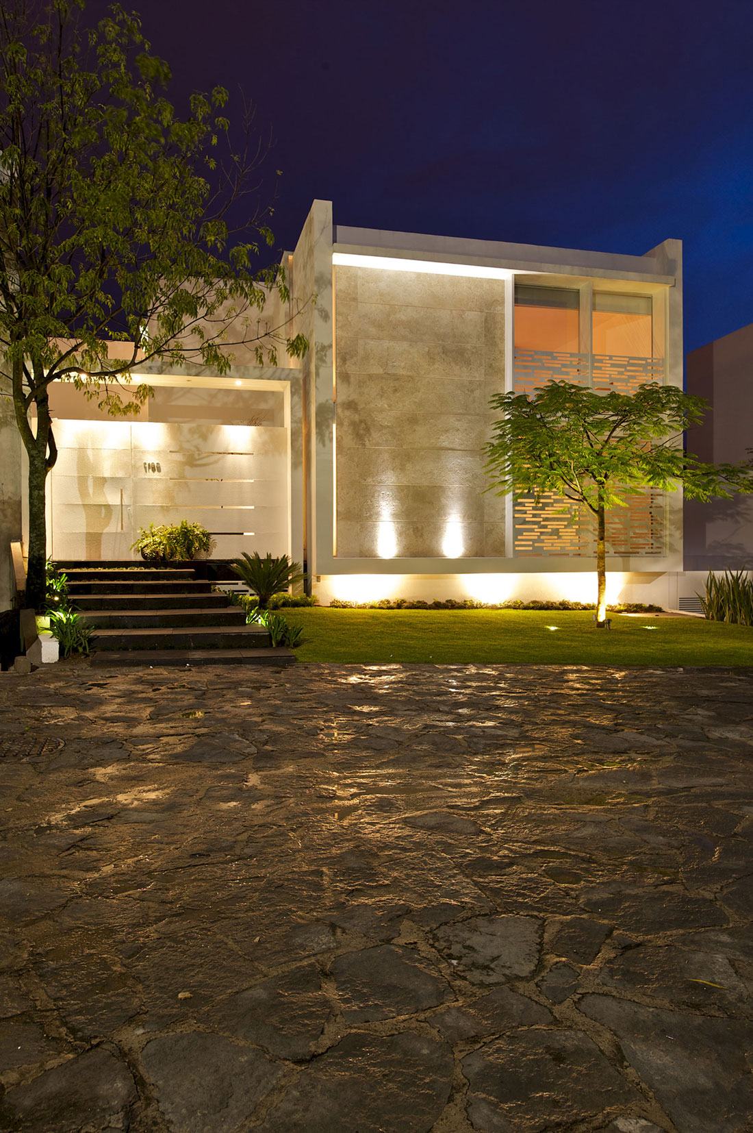 Casa Natalia: Metal and Wood Shutters House in Mexico by Agraz Arquitectos : Night View Front Of Metal And Wood Shutters House