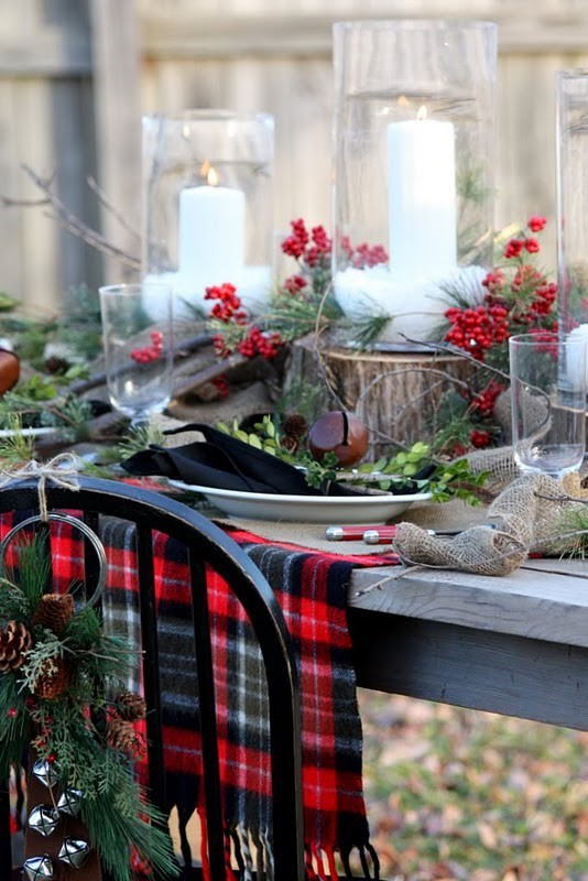 Traditional Collection Vintage Christmas idea: Outdoor Rustic Christmas Table Setting Rough Sac As Table Cloth Huge White Candles On Tree Stumps And Berries Decoration As Center Piece