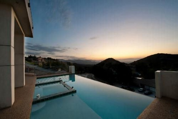 Spectacular Infinity Pool 2 : Outstanding Infinity Pool Design With Tile Flooring Idea