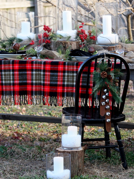 Picture Of Dining Room Table Linen Hangers : Outstanding Traditional Hall Table Linen Hangers The Rounded Stairs With The Small Round Table Use A Plaid Blanket As A Tablecloth Woven Wool Tartan Consists Of Patterns Of Different Colored Stripes