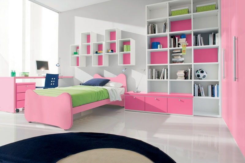 Pinky Bedroom Themes For Teenage Girls: Pink Pinky Bedroom Themes With Hue White Floor Wide Window Green Bed SHeet