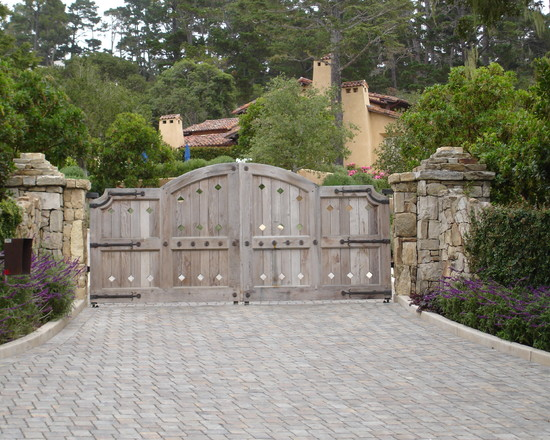 Excellent Solid Outdoor Wood Gates Designs: Rustic Exterior Outdoor Wood Gate