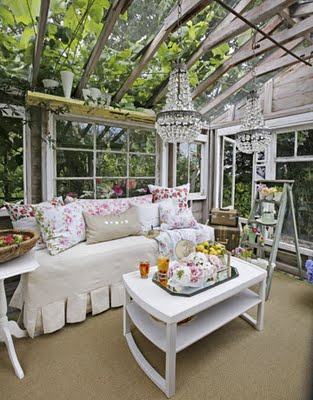 Awesome Sunroom Design Ideas For Summer Time: Shabby Chic Sunroom That Customized To Fit Your Lifestyle And Enhance The Beauty Value Of Your Home