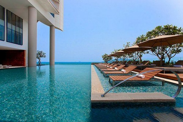 Spectacular Infinity Pool 2: Spectacular Infinity Pool Design With Pool Lounge On Water Umbrellas Ideas