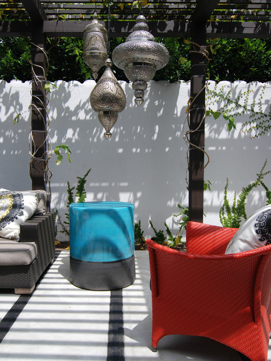 Amazing Moroccan Lanterns and Lamps: Stanlet Outdoor Contemporary Patio With Colour Turquoise And Silver Morroccan Lanterns And Moroccan Themed Pergola