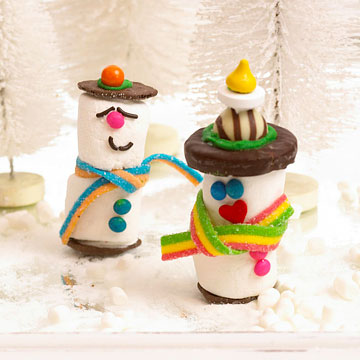 Sweet Christmas Candy Decoration Ideas: Sweet Christmas Candy Decoration Inspiring Marshmallow Snowmen Candy Decoration With With Sprinkles Chocolate Chips Chocolate Wafers And Other Small Treats On Silver Platter