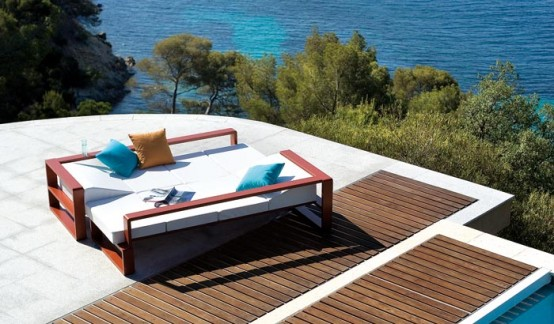 Romantic Outdoor Furniture Decoration For Beach House: Terrific Outdoor Furniture Set With Awesome Adjustable Square Shape With Frame Coffee Table With Great Sea View