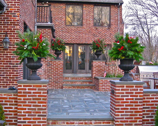 Wonderful Pictures Of Victorian Christmas: Traditional Exterior Christmas Outdoor Arrangements Christmas Greens In Urns