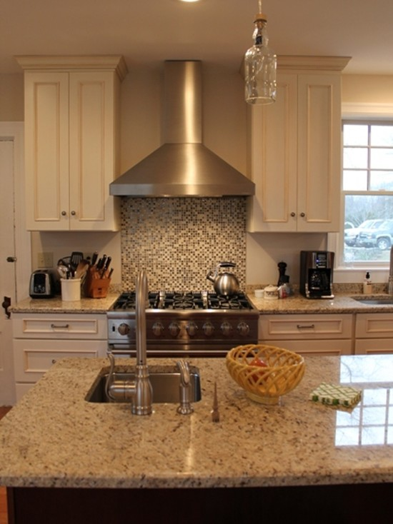 Cozy Schuler Cabinets Pictures : Traditional Kitchen With Windsor Cabinet Style By Schuler And The Countertops Are Done In Giallo Ornamental Granite