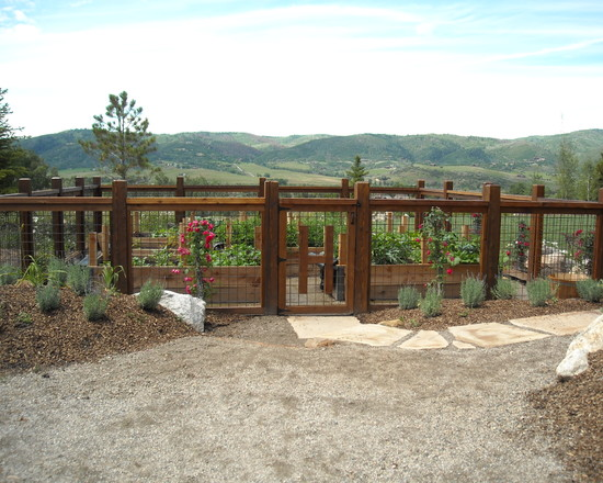 Simple Vegetable Garden Fencing ideas: Traditional Landscape Garden Fenced Away From Wildlife Stylishly Closed In Vegetable Garden With Split Rail Fencing Idea