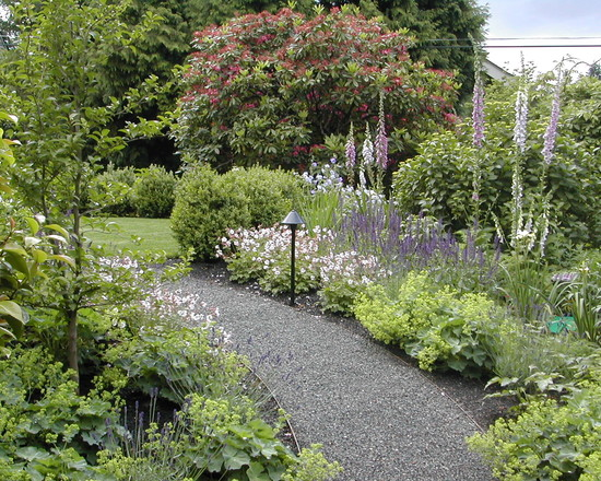 Enchanting Border Edging Landscaping Ideas: Traditional Landscape Perennial Border With Ladys Mantle Oxglove Geranium And Salvia Plus Border Board Flexible Plastic Lumber Edging Made From Gravel