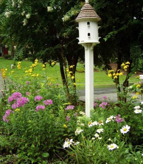 All Kinds of Cool Birdhouse Designs And Wallpaper: Traditional Landscape With The Bird House Front Yard ~ stevenwardhair.com Bedroom Design Inspiration