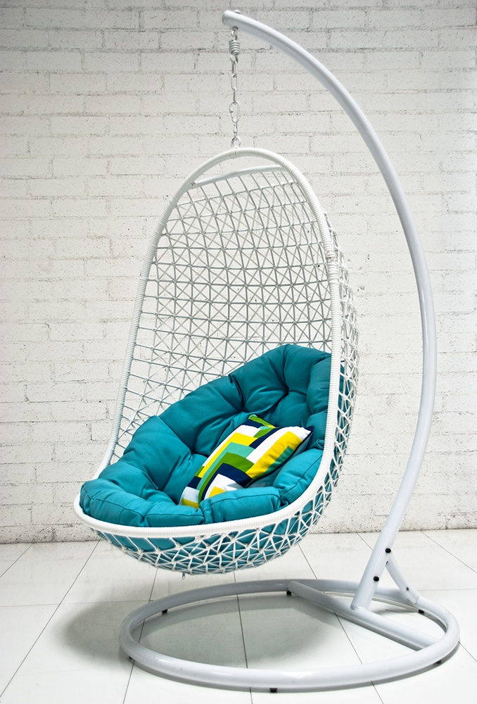 Rattan Outdoor Hanging Chairs Models That Can Be Put Outside or Inside: Trendy Interesting Outdoor Hanging Egg Chair Make It Perfect For Reading Books And A Comfortable Area To Sit