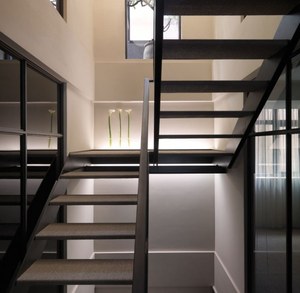 Smart Contemporary Apartment for Urban Worker : White Modern Staircase With With Frosted Glass Treads Steel Stringers And Guardrailhandrail