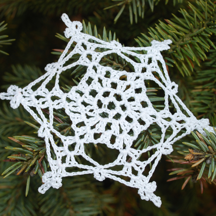 Crocheted Decorations For Your Christmas Tree: Beautiful White Star Crochet Christmas Tree Accessories Decoration