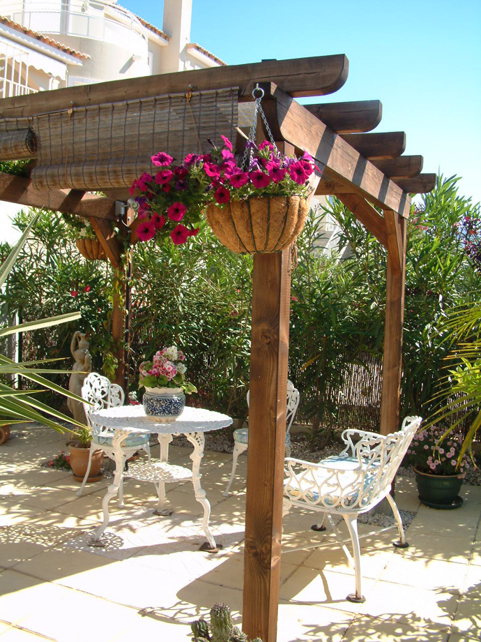 Various Beautiful Peaceful Pergola Design Ideas: Interesting Garden Pergola Design With Flowers And Outdoor Steel Furniture