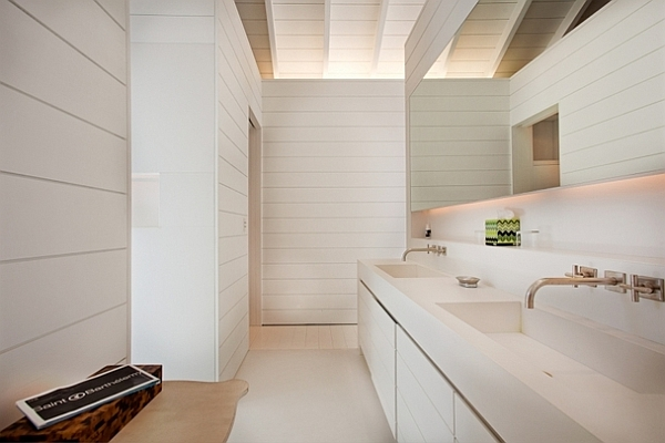Extravagant Caribbean Villa Which Full Of Refreshment: All White Beach Villa Bathroom Design