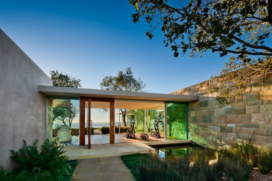 House With Glass Corridors Inside: Amazing House With Glass Corridors Design Connecting With Green Glass