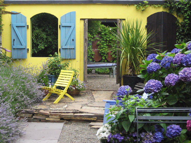 Outdoor Courtyard Garden Designs In Square: Amazing Outdoor Courtyard Garden Designs Yellow Exterior Traditional Baywindow