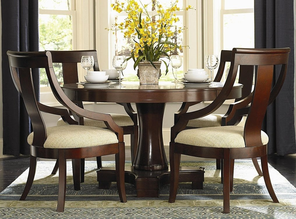 Attractive Round Table Dining Set In Both Modern And Classic Flairs: Amazing Round Table Dining Set Luxurious Wooden Style Design