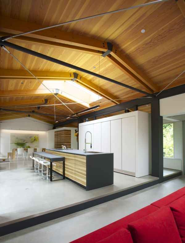 Fresh Open Interior Design Idea In The Middle Of The Nature: Ample Natural Lighting Floods Through The Skylight