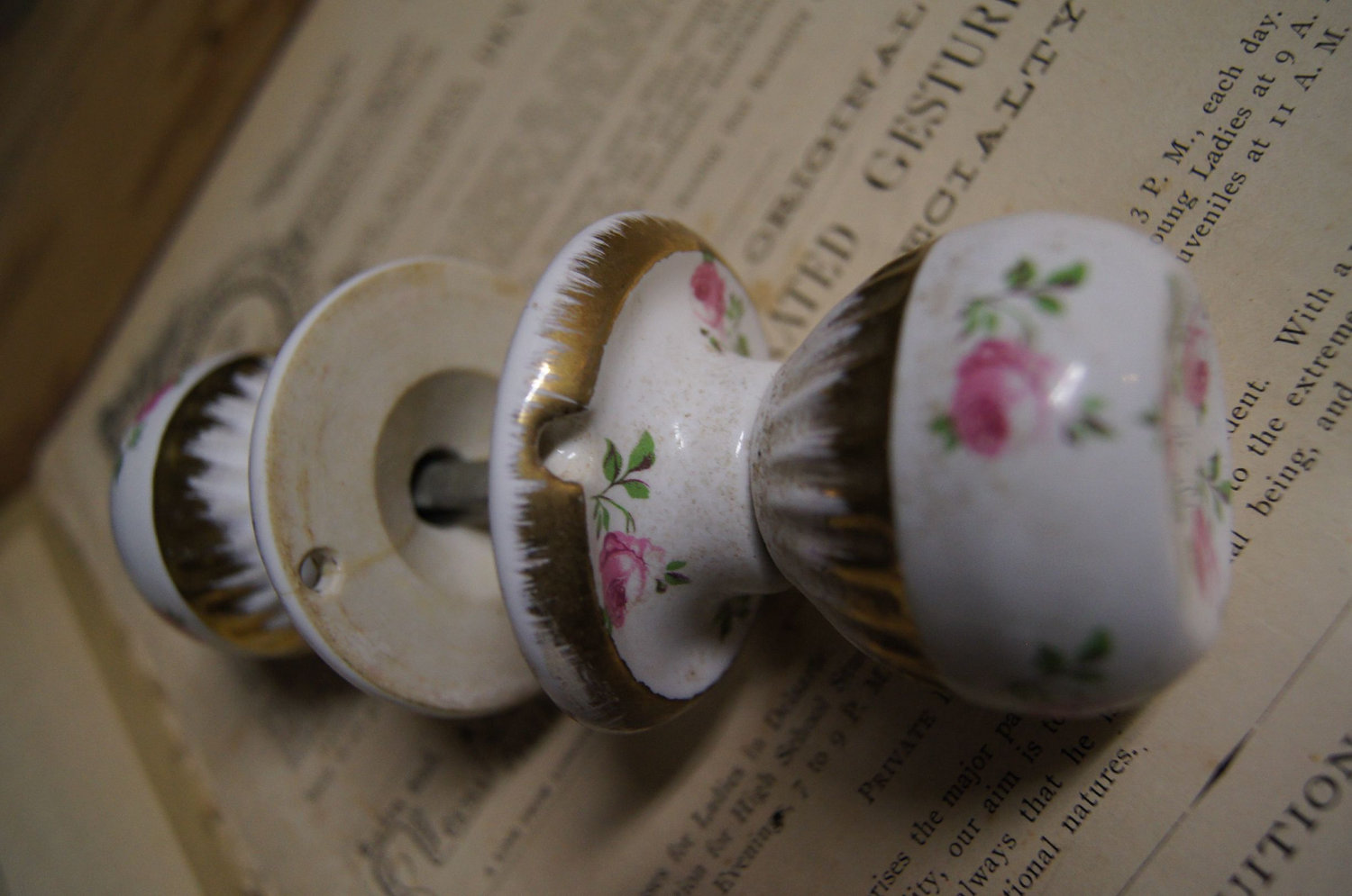 Shabby Chic Door Knobs For Your True Uniqueness: Antique Shabby Chic Porcelain Door Knobs