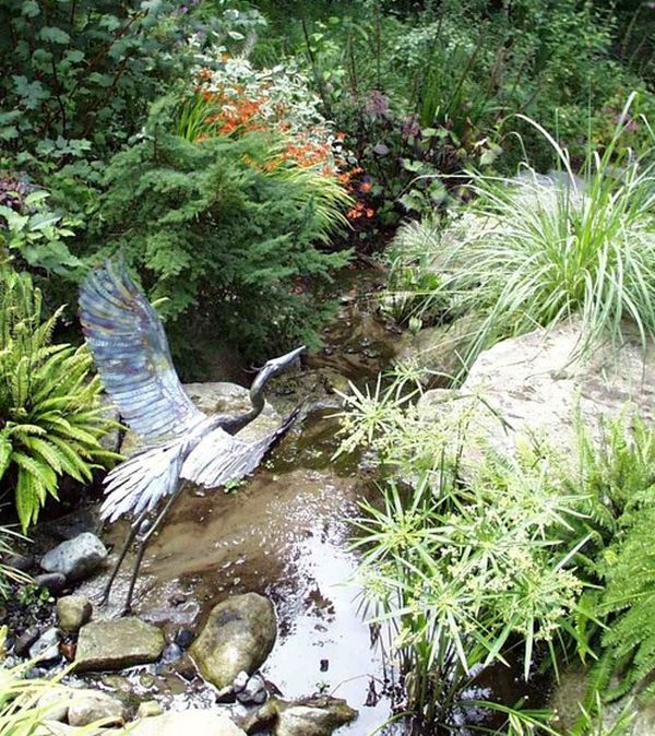 Garden Art Design Inspirations: 37 Astounding Ideas: Appropriate Metal Sculpture Placed In The Right Spot