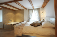 New Ideas For Bath Tub Design : Astonishing Classic Attic Bedroom Design With Corner Bath Tub
