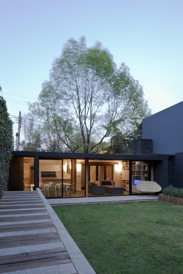 Beautiful Touch Of Decor In Modern Residence: Awesome Architecture Exterior Calero House Design With Small Modern Home Shaped ~ stevenwardhair.com Villas Inspiration