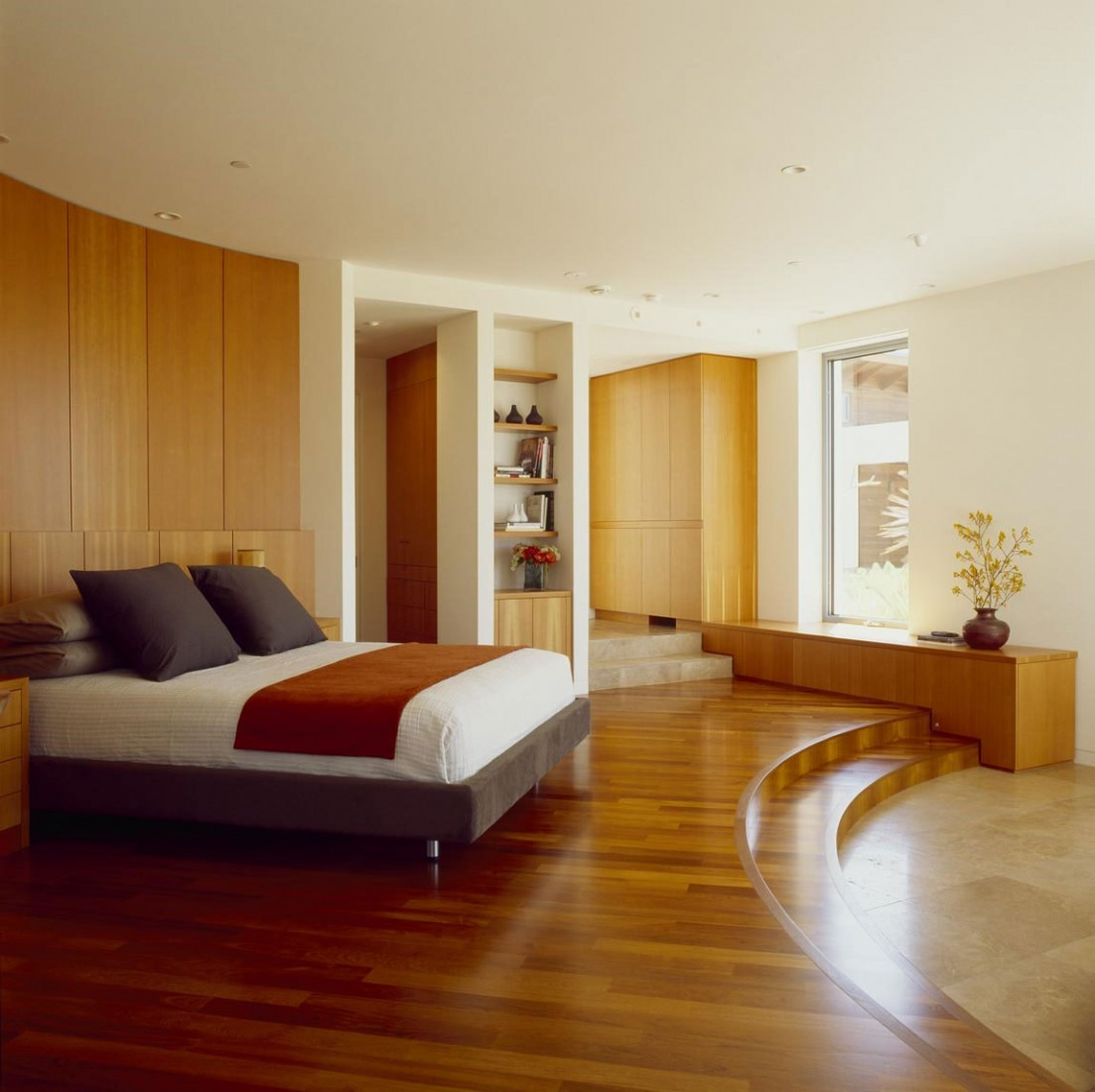 Perfect Hilltop House With Such A Great Interior Design: Awesome Bedroom Design In The Hilltop House With Wooden Floor