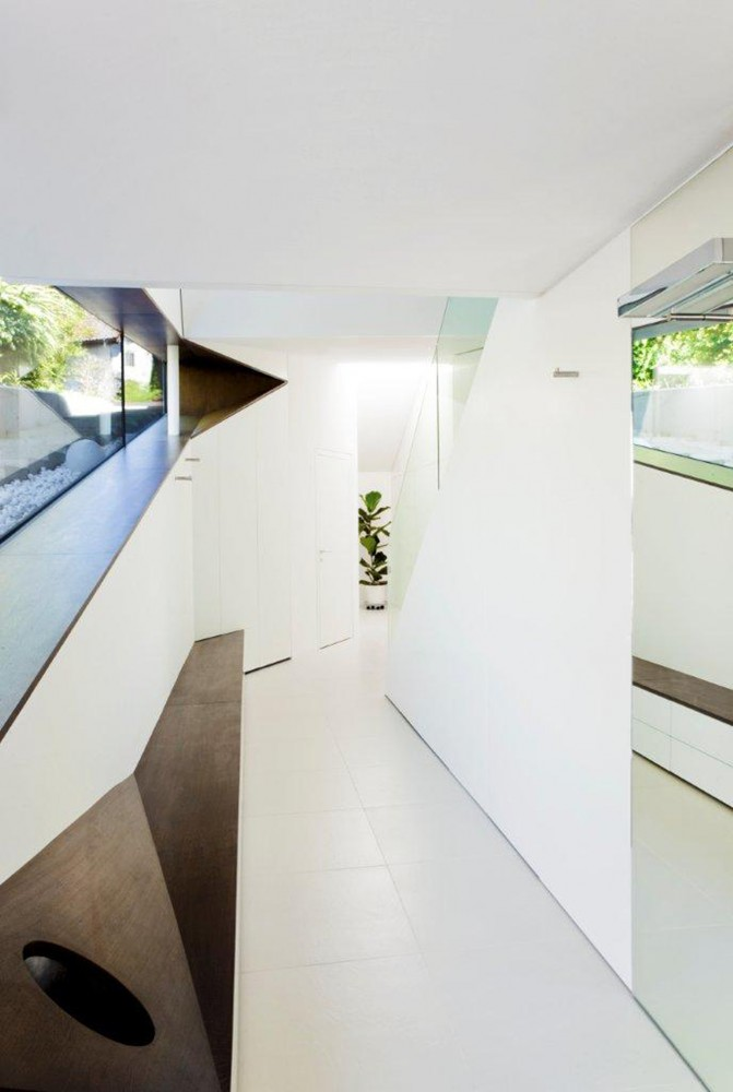 Irregular Shaped Home Design: House H : Awesome Interior Home Design In White Color Decor And Glass Wall Decoration
