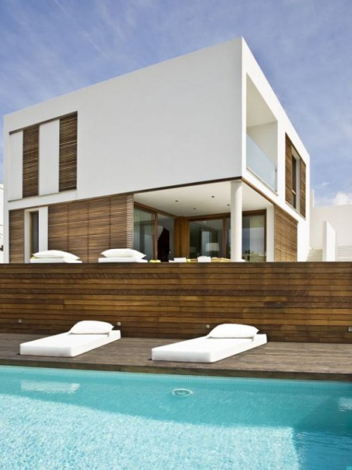 Minimalist Home Architecture Designs In Spain: Awesome Minimalist Home Architecture Designs White Lounge Wooden Fence Over Pool