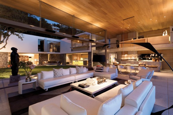Enchanting Modern House With Maximum Use Of Natural Feelings: Beautiful Lighting Modern Coastal House Interior At Night