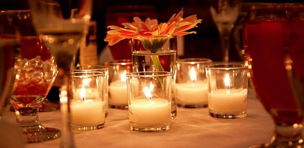Eye Catching Vase Design In Various Styles : Beautiful Table Setting With Candles In Small Vases And White Tablecloth