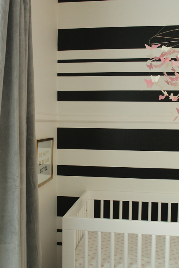 Wonderful Yet Easy Wall Decoration Ideas For Stunning Home Interior: Black And White Striped Accent Wall
