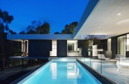 Stunning Modern Home Interior With Black And White : Blue Swimming Pool In Home Yard