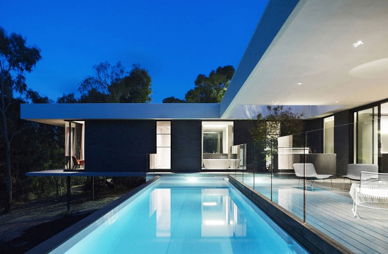 Stunning Modern Home Interior With Black And White: Blue Swimming Pool In Home Yard