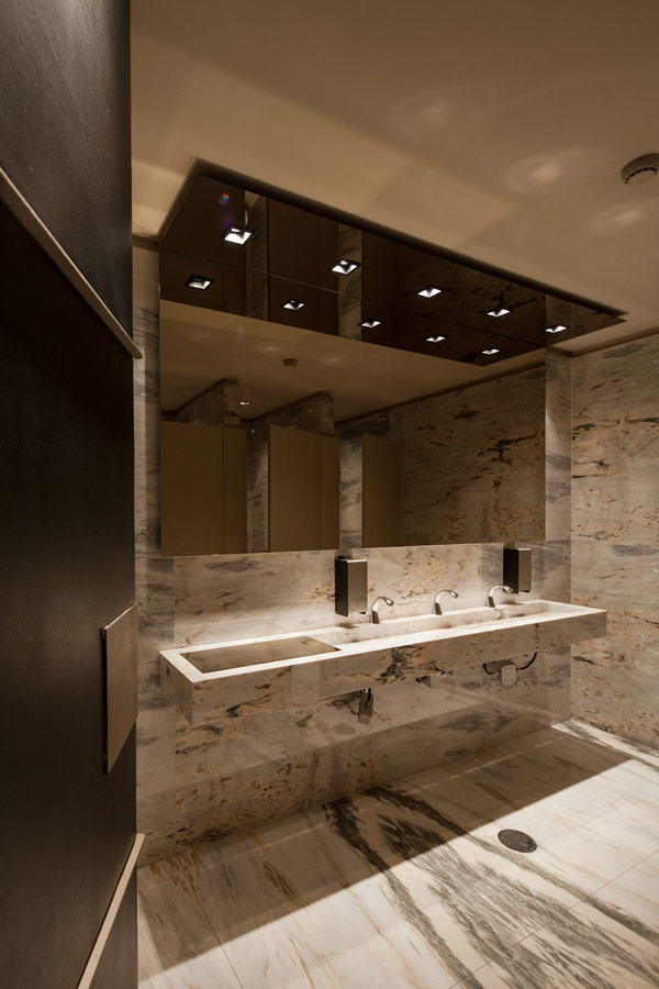 Exhilarating Bar With Eastern Design: Bo Zen Bar In Portugal: Bo Zen Bar Bathroom