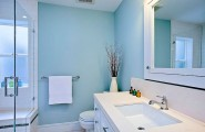 Bathroom Design For Tranquil Environment : Bright Blue And White Bathroom Decor