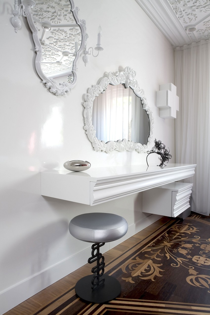 Luxurious Carved Interior Design Modifying Interior Perfectly: Bright Wall Design Wiith Mirror At The Private Residence