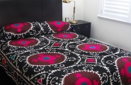 Ethnic Moroccan Bedspread Delivers More Alive And Cheerful Nuance : Bright White Small Bedroom Design Black Moroccan Bedspread Style