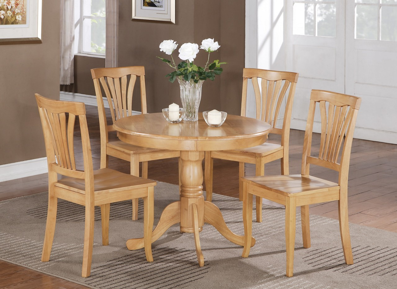 Powerful Oak Kitchen Tables Feature Several Models : Brilliant Round Style Classic Accents Oak Kitchen Tables Design