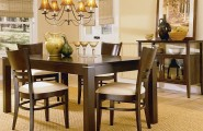 Dining Room In Casual Flair Furnished With Rustic Furniture : Casual Dining Room