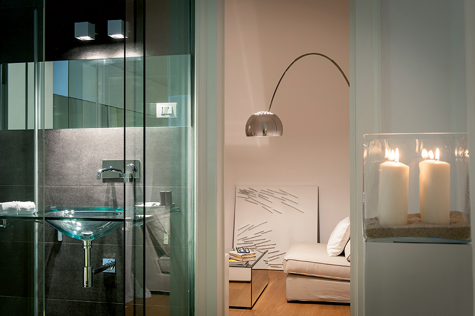 Top Historical Fragments With Modern Design In Sicily : Charming Bathroom Interior With Glass Wall Design In Modern Touch