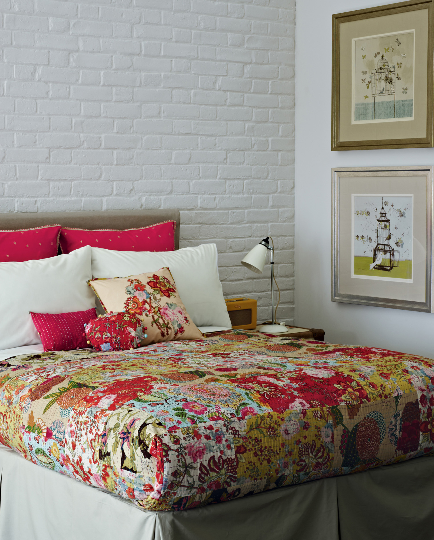Ethnic Moroccan Bedspread Delivers More Alive And Cheerful Nuance: Classic Bedroom Design With White Brick Wall Moroccan Bedspread Style