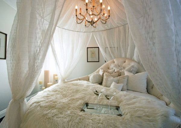 Astounding Round Beds For Amazing Bedroom Display: 27 Images: Classic Bedroom With A Charming Circle Bed Setup