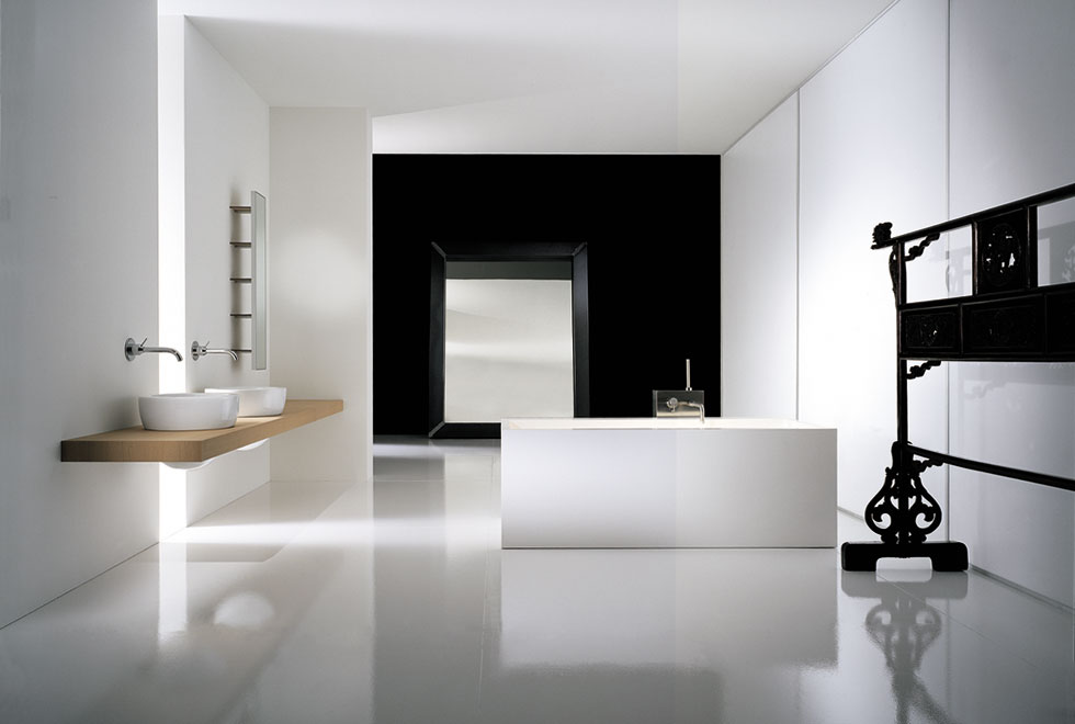 Extraordinary Luxury Bathrooms With High Gloss Finish Washing Stand: Contemporary Bathroom Design Black White Interior Amazing Luxury Bathrooms Design